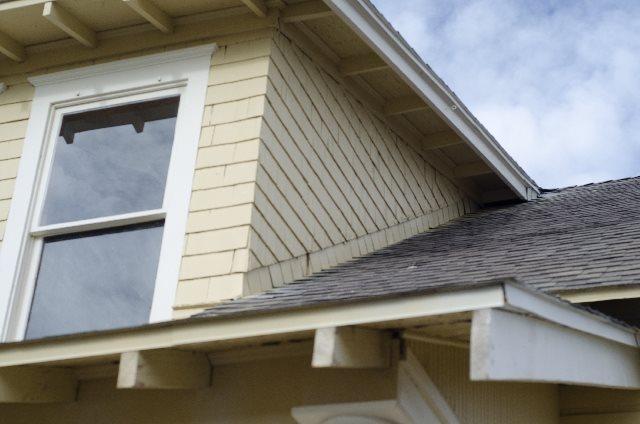 屋根や外壁の劣化サイン
